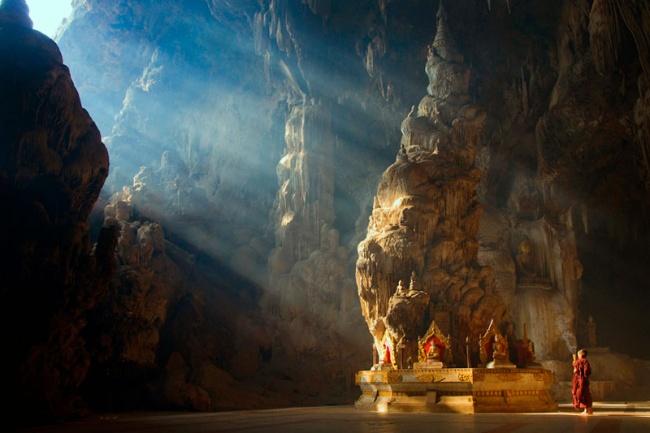 2699955-R3L8T8D-650-buddha-temple-datdawtaung-cave-kyaukse-mandalay-myanmar-lin-tun