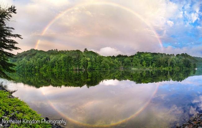 2704505-R3L8T8D-650-full-circle-rainbow-reflection