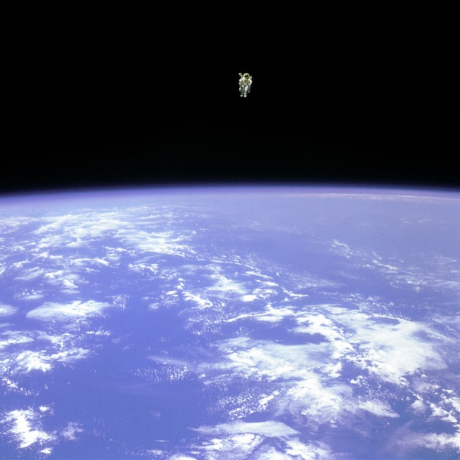 2700855-R3L8T8D-650-bruce-mccandless-ii-free-flying-in-space-floating-untethered