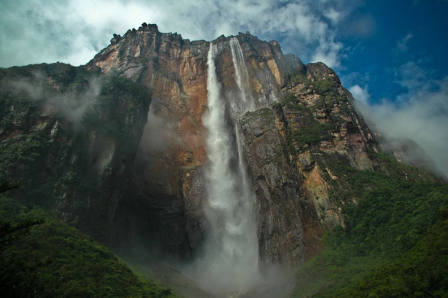 2701905-R3L8T8D-650-angel-falls-from-below