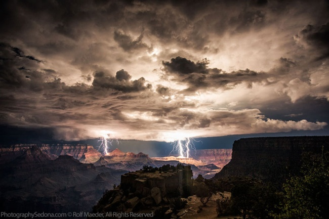 2702505-R3L8T8D-650-grand-canyon-lightning-storm-rolf-maeder1