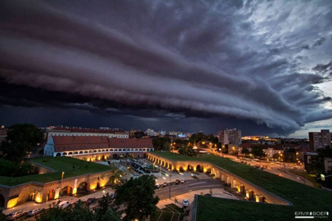 2705855-R3L8T8D-650-shelf-cloud-over-timisoara-romania-ervin-boer