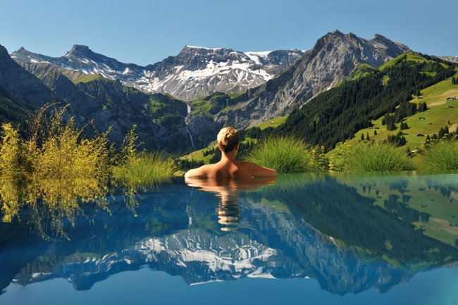 2706355-R3L8T8D-650-cambrian-infinity-pool-view-swiss-alps-adelboden-switzerland